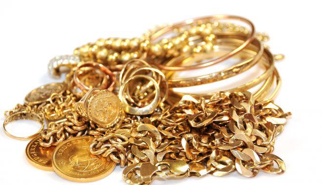 Foto: Bijuterii din aur, în greutate de 480 de grame, reținute de vameși