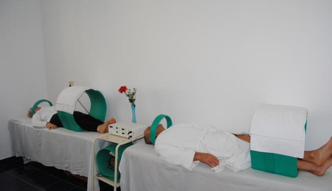 Foto: Bătrânii vor bilete de tratament, dar uită să le mai ridice