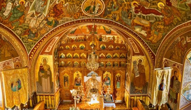 """Foto: Biserica """"Sf. Ioan Botezătorul"""" își sărbătorește hramul"""