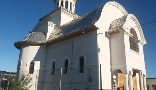 Foto: Duminică, slujbă de sfințire a unei noi biserici