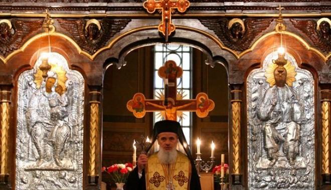 Foto: Biserica Rom�n� refuz� orice asisten�� religioas� la incinerare