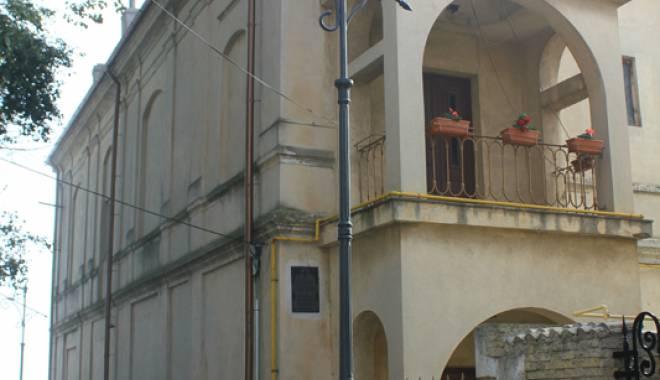 Biserica mistuită de flăcări. Lăcașul de cult vechi de peste 130 de ani - bisericaarmeanapeninsula10-1445786892.jpg