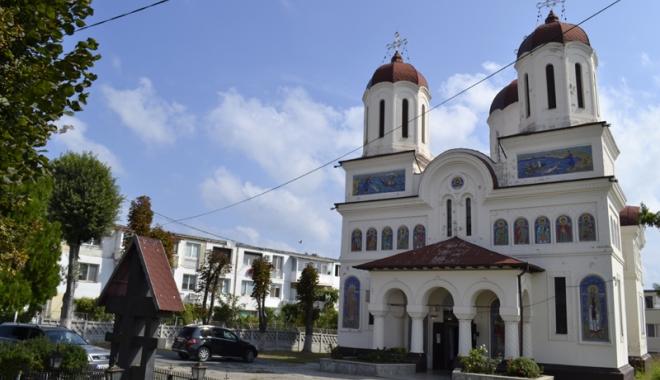 """Foto: Biserica """"Sf. Mare Mucenic Gheorghe"""", reabilitată cu fonduri europene"""