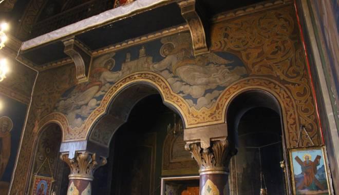 Povestea singurei biserici din Dobrogea pictată de Tonitza. Opera maestrului, în mare pericol de degradare - bisericasfantulgheorghe13-1429200540.jpg