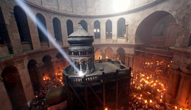 Foto: Lumina Sfântă va fi adusă în România pentru al 11-lea an consecutiv