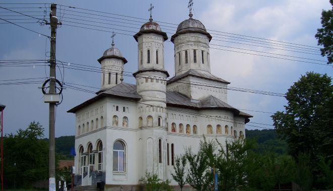 Foto: Bisericile, amendate  de ISU Dobrogea