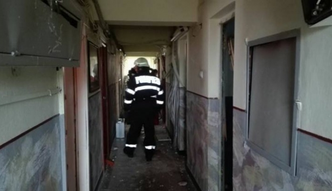 Foto: GALERIE FOTO / Explozie puternică într-un bloc. Zeci de persoane, evacuate