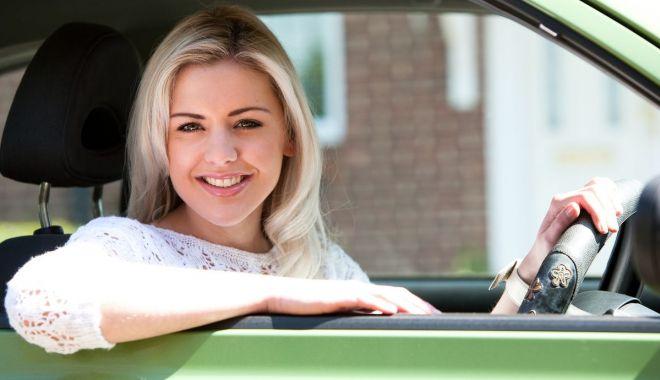 Foto: Blondă pe Autostrada Soarelui