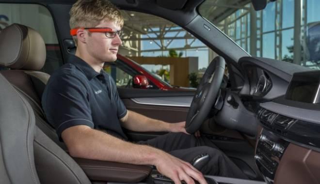 Foto: Ochelarii Google Glass, folosiţi de inginerii BMW pentru a găsi problemele maşinilor