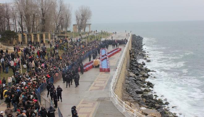 Vezi imagini de la slujba de Bobotează oficiată astăzi la Constanța - boboteaza201211-1325853943.jpg