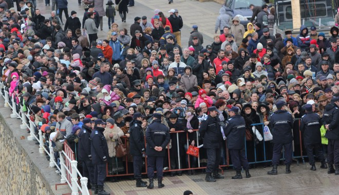 Vezi imagini de la slujba de Bobotează oficiată astăzi la Constanța - boboteaza201214-1325853971.jpg
