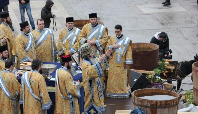 Vezi imagini de la slujba de Bobotează oficiată astăzi la Constanța - boboteaza201216-1325853994.jpg