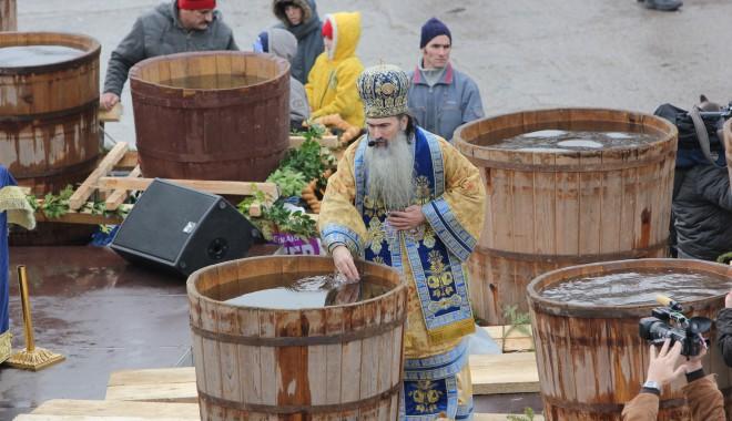 Vezi imagini de la slujba de Bobotează oficiată astăzi la Constanța - boboteaza201219-1325854016.jpg