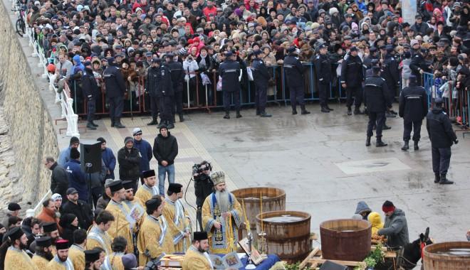 Vezi imagini de la slujba de Bobotează oficiată astăzi la Constanța - boboteaza201222-1325854027.jpg