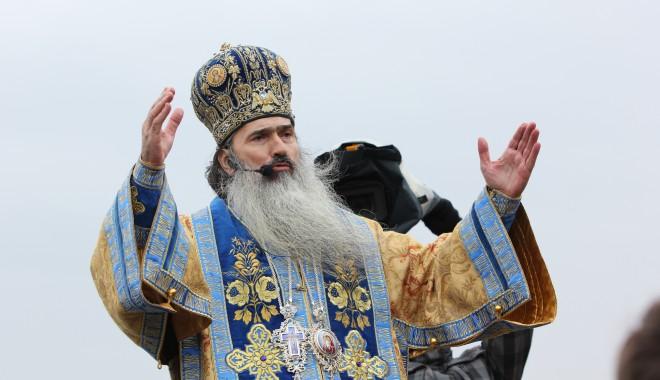 Vezi imagini de la slujba de Bobotează oficiată astăzi la Constanța - boboteaza201223-1325854037.jpg