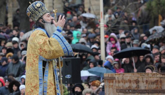 Vezi imagini de la slujba de Bobotează oficiată astăzi la Constanța - boboteaza201228-1325854053.jpg