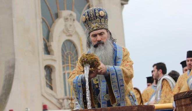Vezi imagini de la slujba de Bobotează oficiată astăzi la Constanța - boboteaza201230-1325854063.jpg