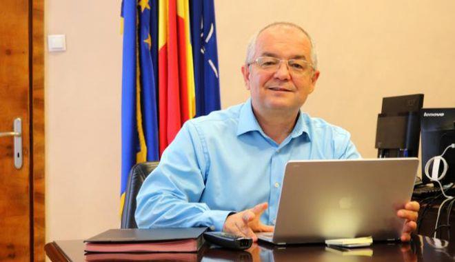 """Liberalul Emil Boc, apel la prudență: """"Răul nu a trecut în materie de Covid-19"""" - bocindemn-1620046728.jpg"""