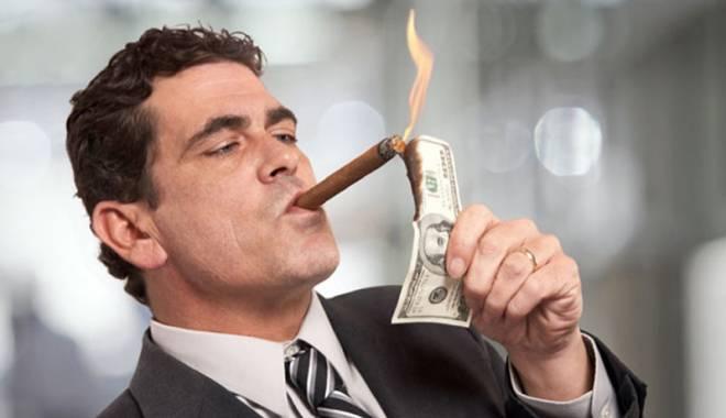 Foto: Bogaţii României se-nghesuie să  îşi declare veniturile din străinătate