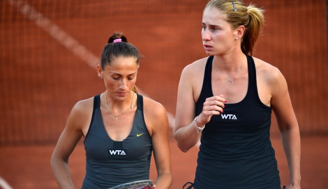Foto: Alexandra Cadanţu şi Elena Bogdan, învingătoare în finala de dublu a turneului de tenis WTA
