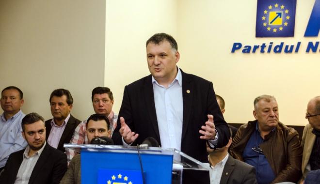 Foto: Cu ce echipă porneşte la drum noul lider al PNL Constanţa, Bogdan Huţucă