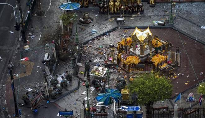 Foto: Doi suspecţi în atentatul de la Bangkok s-au predat