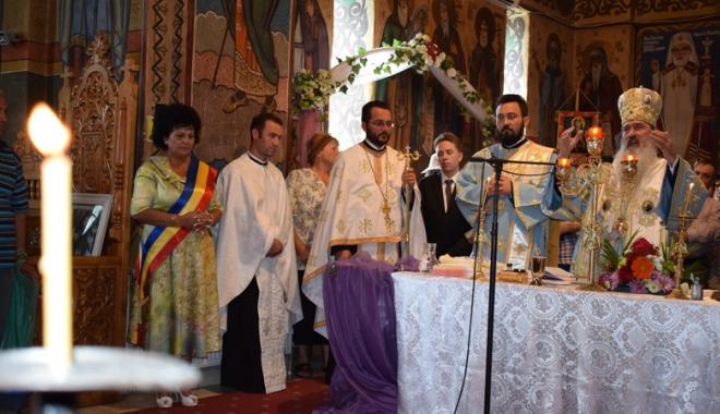 Cinci copii abandonaţi vor primi Taina Sfântului Botez - botezcumpana-1507730872.jpg