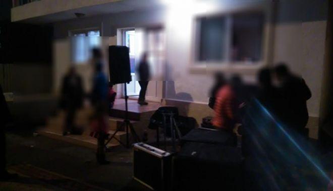 Foto: Galerie foto. Botez întrerupt de poliţiştii locali din Constanţa
