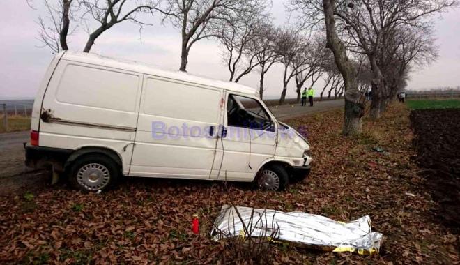 Foto: Femeie moartă după o şicanare în trafic! A fost azvârlită din mașină, autoutilitara răsturnându-se peste ea