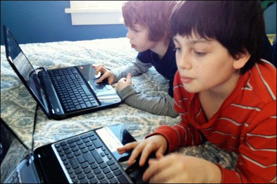 Foto: ALERTĂ PRINTRE PĂRINŢI, în privinţa jucăriilor conectate la Internet