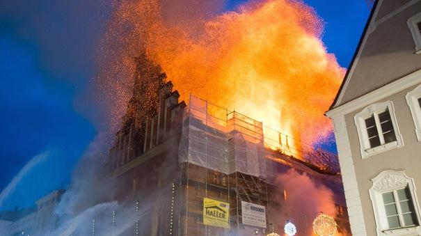 Foto: Reacţia preşedintelui Iohannis după ce o clădire cu români a fost incendiată în Germania