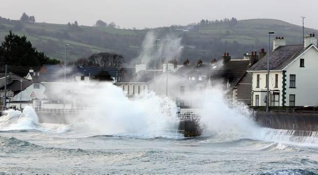 Foto: Autorităţile din Marea Britanie, în alertă, înaintea furtunii Brian