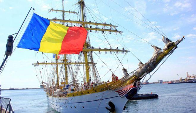 """Foto: Cadeţii de pe nava-şcoală """"Mircea"""" se întorc acasă marinari"""