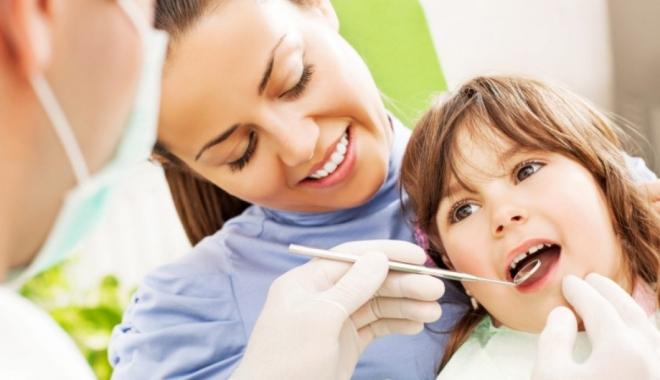 Foto: Scrâşnirea dinţilor afectează dantura copiilor. Metode de tratament