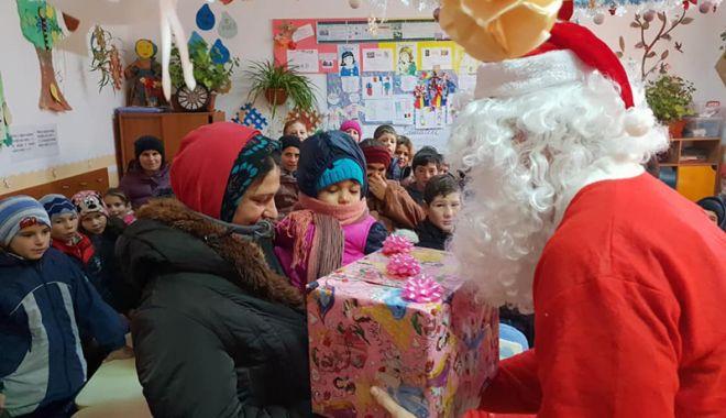 Foto: Bucurie de Crăciun, pentru zeci de copii și familii sărace din judeţul Constanţa