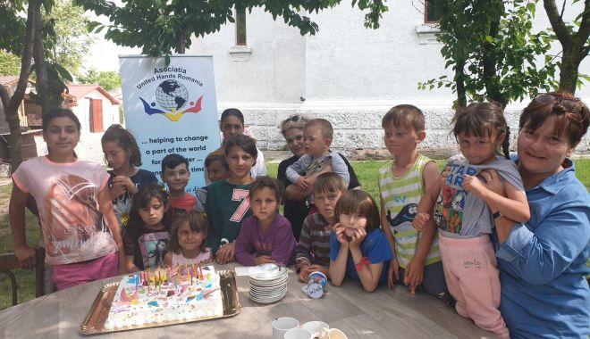 """Foto: Asociația """"United Hands Romania"""", alături de copiii din Negru Vodă"""