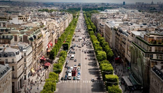 Foto: Bulevardul Champs-Elysees, rezervat pietonilor în prima duminică a fiecărei luni