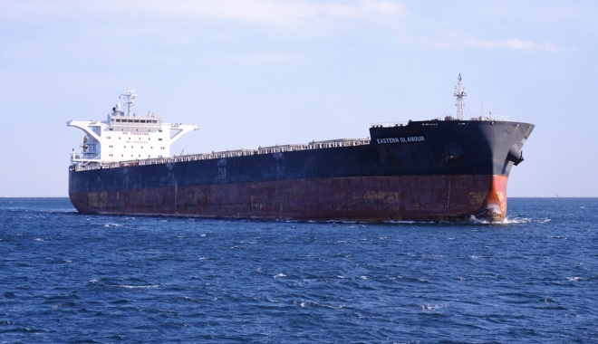 "Foto: Bulk-carrier-ul ""Eastern Glamour"" a rămas în black-out"