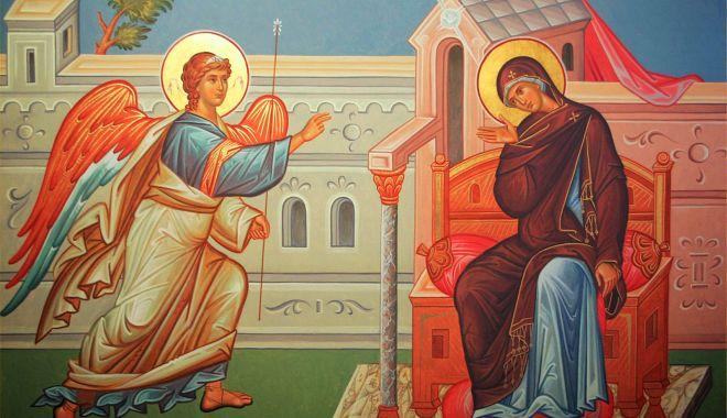 Foto: Creştinii ortodocşi sărbătoresc Buna Vestire