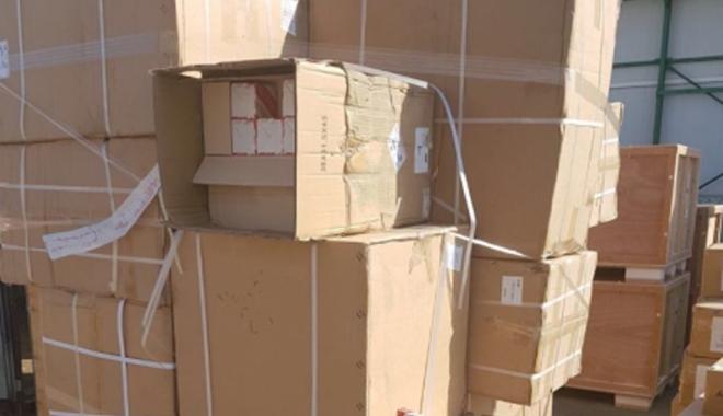 Foto: Bunuri contrafăcute,  confiscate în Portul Constanţa