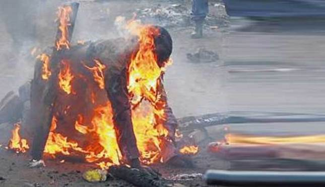 Foto: VIDEO Bătrâni arşi de vii, sub pretextul vrăjitoriei, pentru pământurile lor! ATENŢIE CONŢINUT VIOLENT!