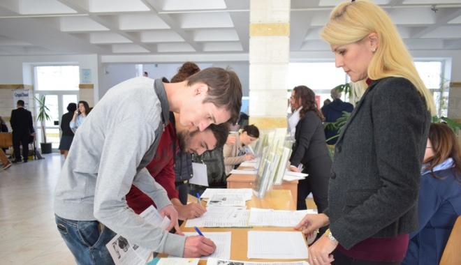 Foto: AJOFM organizează Bursa locurilor  de muncă  pentru absolvenţi