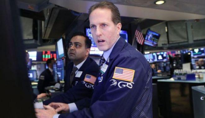 Foto: Panică pe Wall Street. Fluctuaţiile bursei amintesc de criza din 2008!