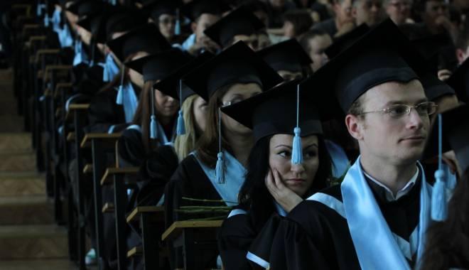Foto: Burse de 700 € pe lună pentru studenţii şagunişti