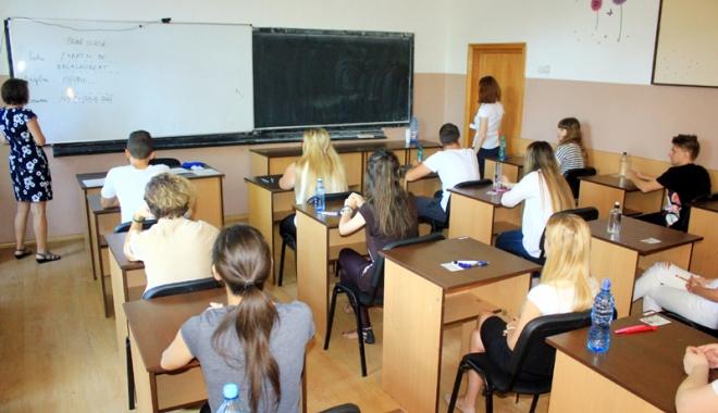 Foto: Puneţi-vă cu burta pe carte!  Primăria Constanţa a majorat bursele  pentru elevii care învaţă bine