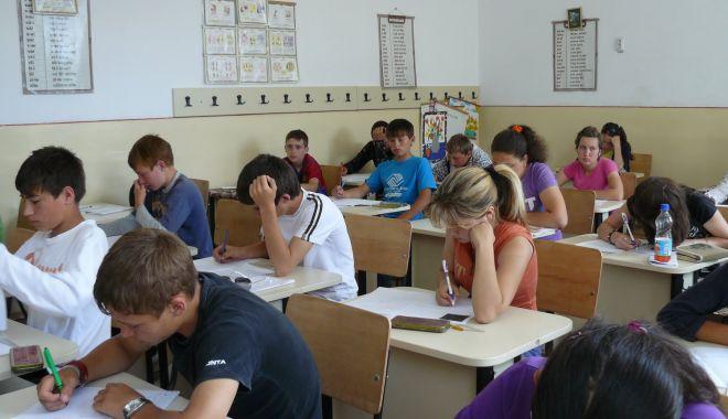 Foto: Burse școlare și pentru elevii din Medgidia