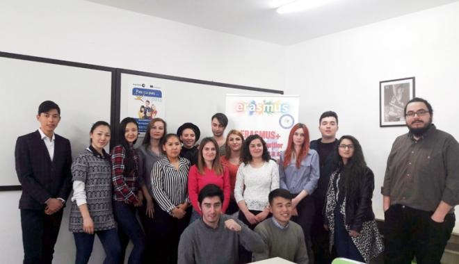 """Foto: Bursierii de la """"Andrei Şaguna""""  studiază în universităţi europene"""