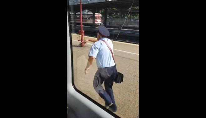 """Foto: De-a râsu' plânsu' / """"Naş"""" de tren, uitat pe peronul gării / VIDEO"""