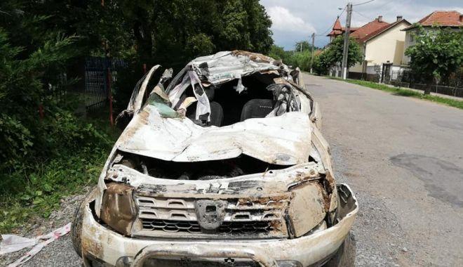 Foto: IMAGINILE TRAGEDIEI! O FAMILIE ÎNTREAGĂ A MURIT, după ce maşina lor s-a răstunat