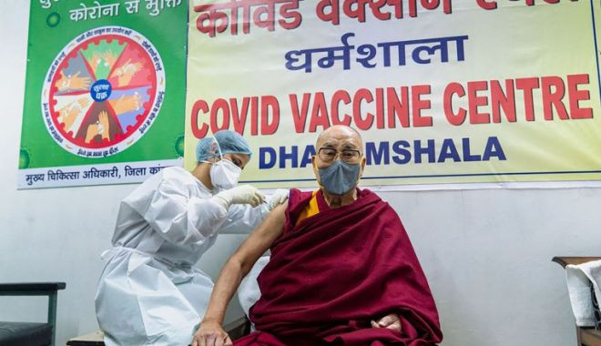 Dalai Lama s-a vaccinat împotriva Covid-19: Mai mulţi oameni, ar trebui să facă această injecţie - c2g9nty0ywm1ogqzmgi0mzzhzgeyotbi-1615040616.jpg
